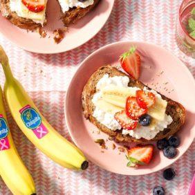 Ψωμί από μούσλι, μπανάνα Chiquita και άπαχο τυρί κότατζ