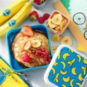 Εύκολα pancake με μπανάνα Chiquita, ανάμικτα κόκκινα φρούτα και τσιπς μπανάνας