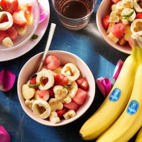Σαλάτα φρούτων σε σχήμα καρδιάς για την ημέρα του Αγίου Βαλεντίνου με μπανάνα Chiquita και καρπούζι