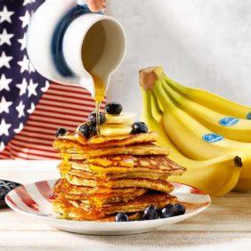 Σπιτικά pancake με μπανάνες Chiquita και μύρτιλλα| συνταγές μπανάνας