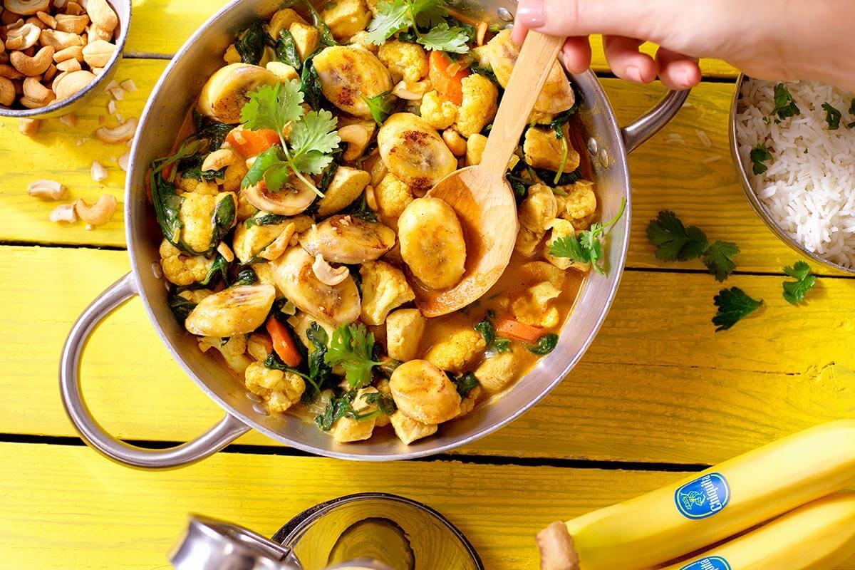 Ινδικό Κοτόπουλο με Κάρυ και Μπανάνα Chiquita, Κουνουπίδι και Σπανάκι