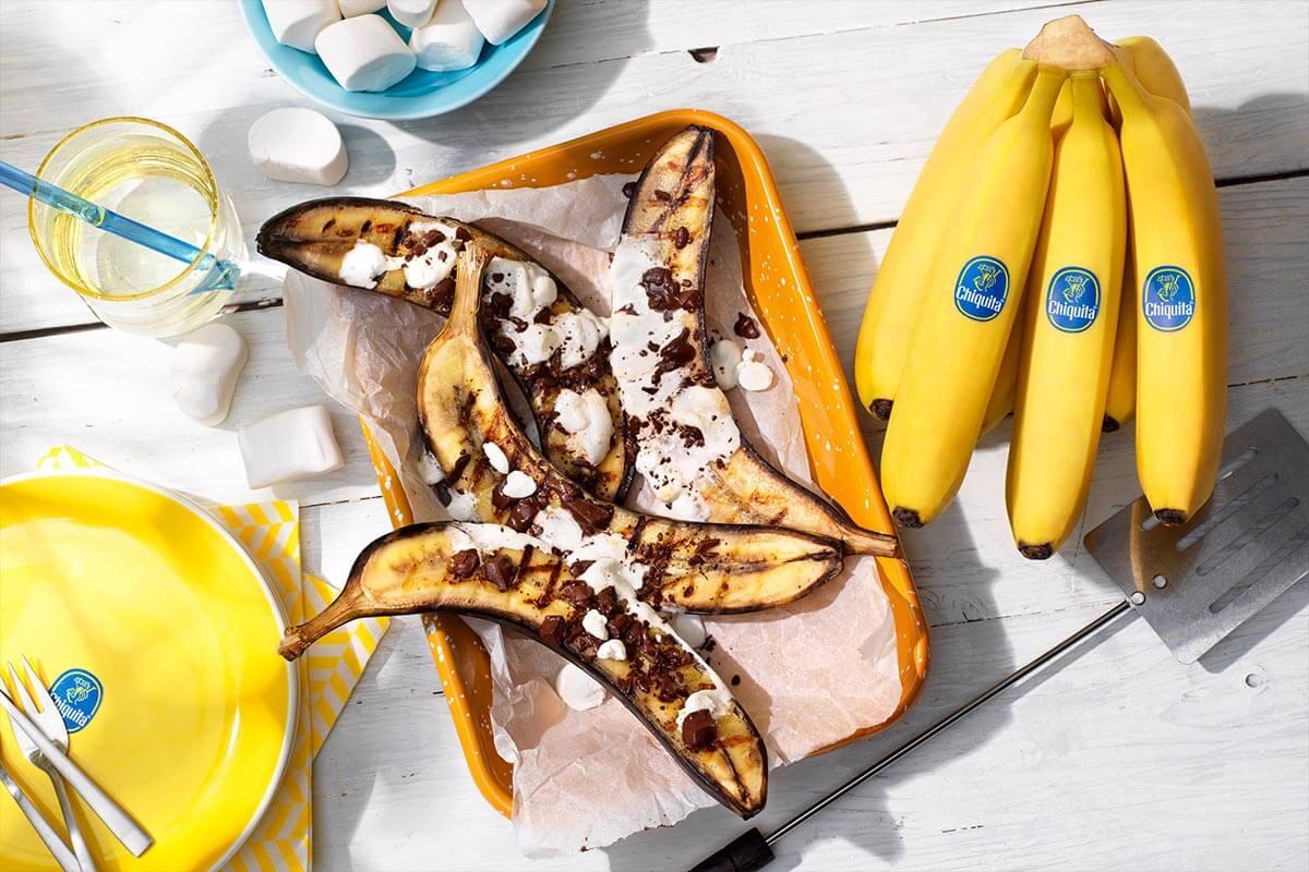 BBQ μπανάνες Chiquita γεμιστές με σοκολάτα και marshmallow