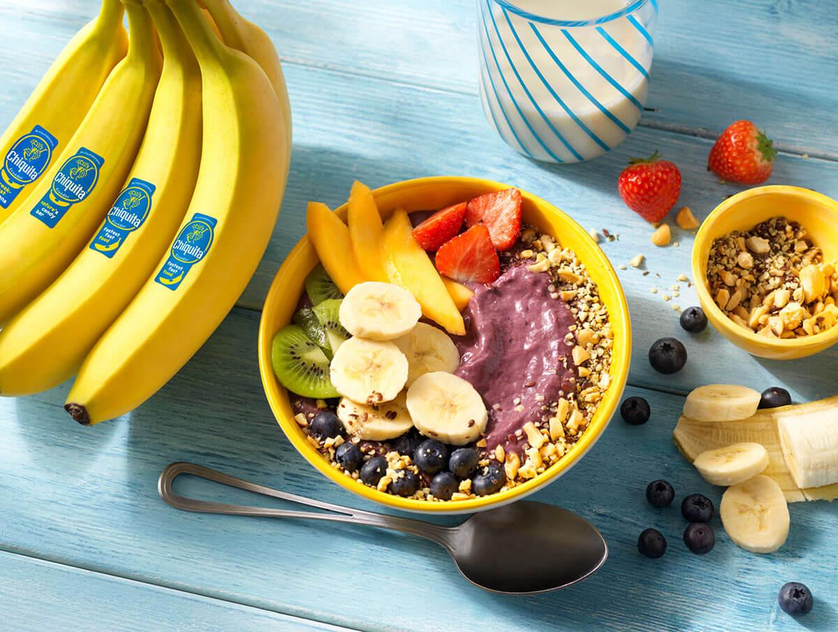Μπολ με γιαούρτι, μπανάνα και μούρα ακάι