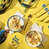 Μπολ με στραγγιστό γιαούρτι, μπανάνα και φυστικοβούτυρο για μετά από τη γυμναστική από την Chiquita